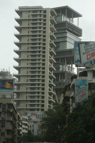 photo of 27 story high-rise palace in Mumbai of India's richest man