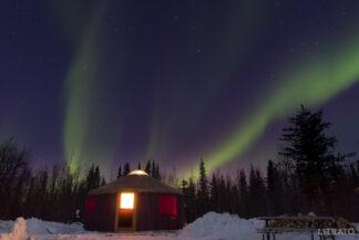 Image of green aurora borealis in a u shape