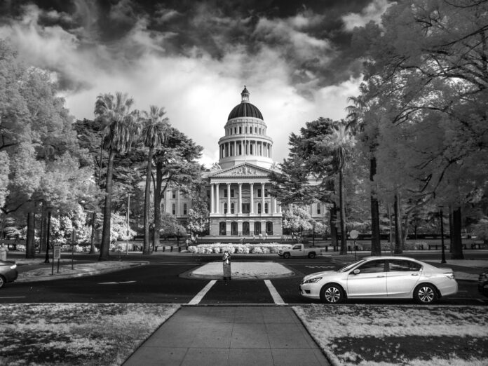Black and white image of California State Capitol in Sacratmento