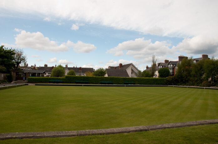 An empty lawn bowling lawn